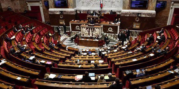L-Assemblee-nationale-adopte-le-projet-de-loi-sur-l-ecole